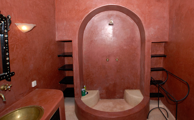 Salle de bain rouge